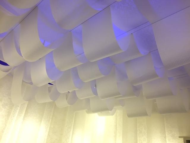 第3室、和紙のやわらかな光が織り成すあたたかみのある展示空間