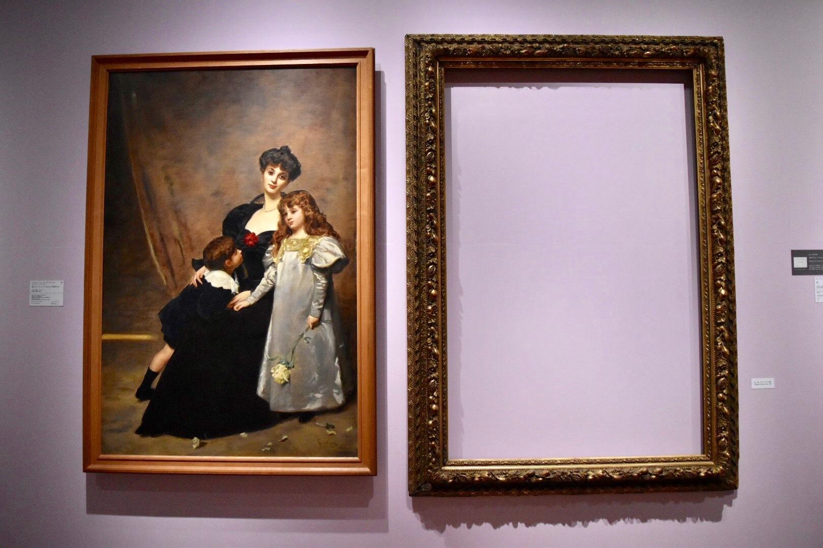 左:シャルル・エミール=オーギュスト・カロリュス=デュラン 《母と子(フェドー夫人と子供たち)》 1897年 国立西洋美術館蔵、右:オリジナル額