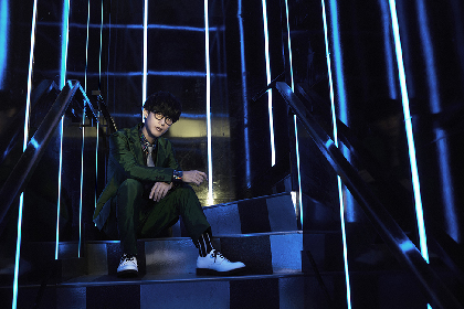 オーイシマサヨシのニューシングル「楽園都市」30秒SPOT映像が解禁! さらに最新アー写、ジャケ写が公開