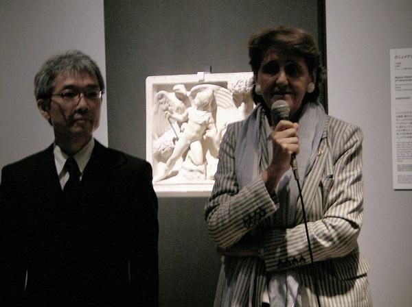 プレスプレビューのようす (左から)飯塚隆 主任研究員、本展監修者・美術史家 ルドヴィーカ・セブレゴンディ