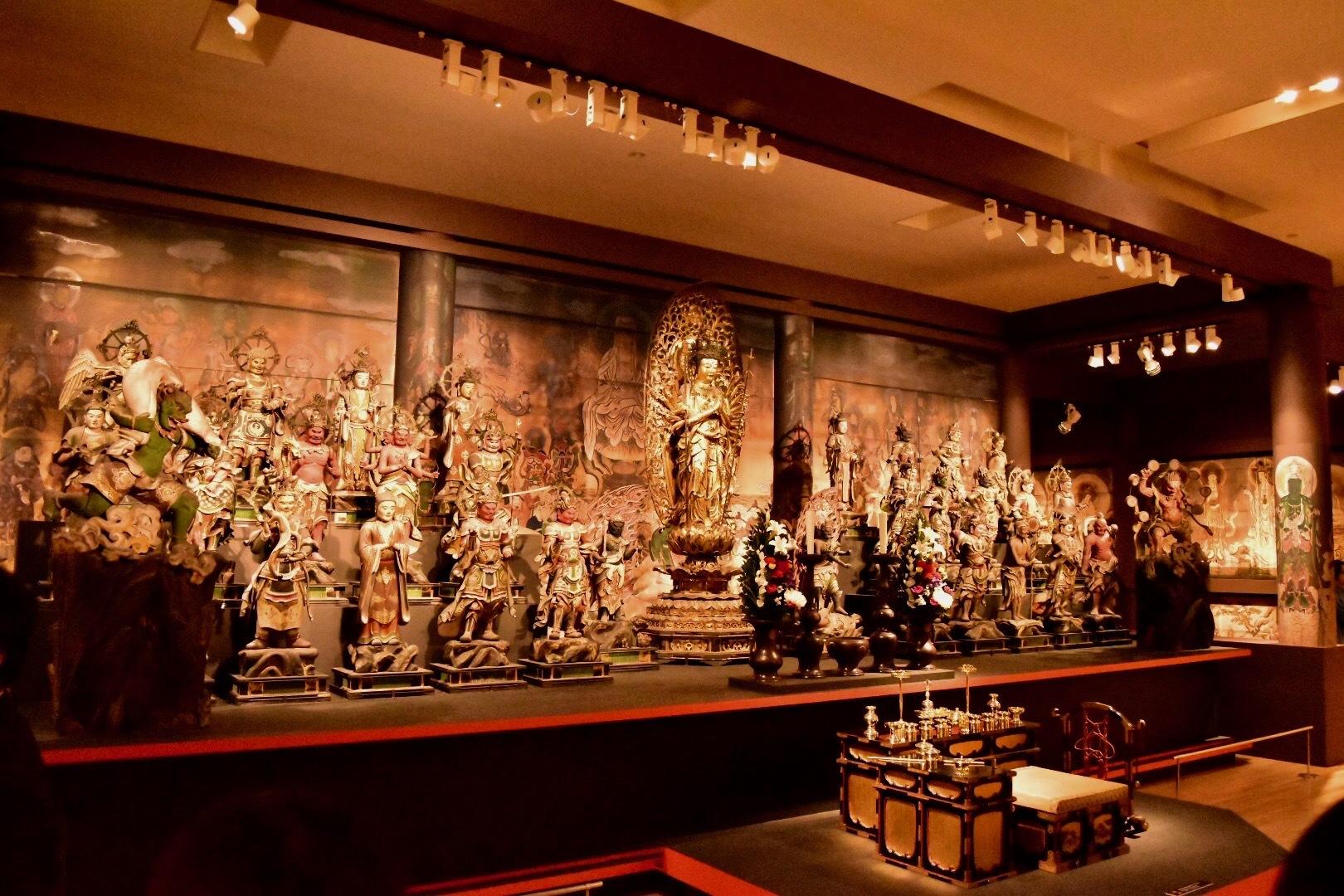 仁和寺 観音堂の再現コーナーに展示されている33体の仏像