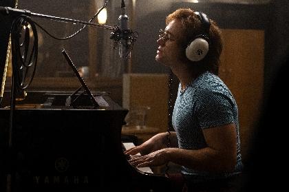 エルトン・ジョンの名曲を吹き替え無しで披露 タロン・エガートンが「ユア・ソング」歌う映画『ロケットマン』特報映像