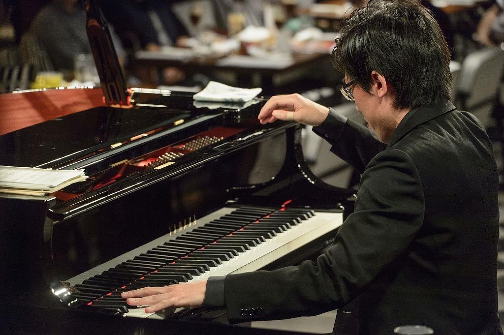 中野翔太(ピアノ) 撮影=岡崎雄昌