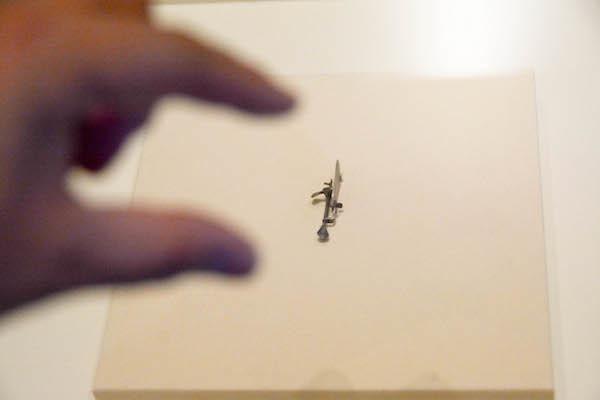 指で掴めるほど小さな「レーウェンフックの単式顕微鏡」