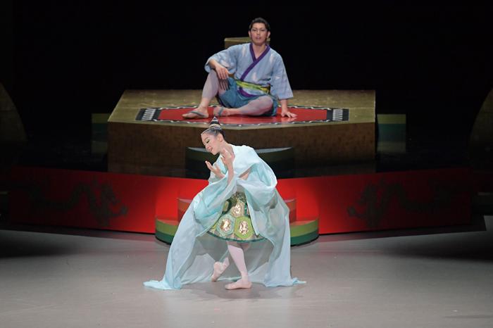 こどものためのバレエ劇場 2020『竜宮 りゅうぐう』公演より 撮影:鹿摩隆司