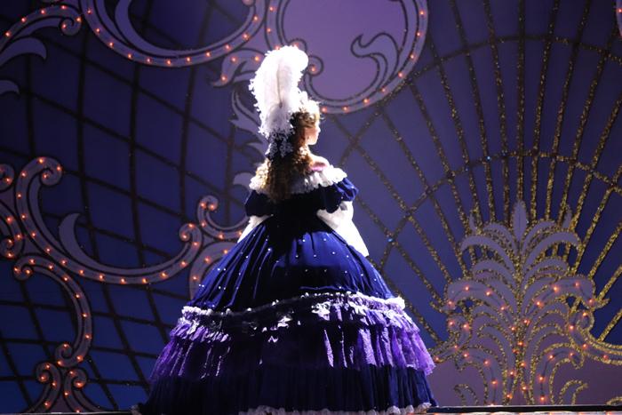 『ベルサイユのばら45』ゲネプロより 白羽ゆり演じるマリー・アントワネット (撮影:こむらさき)