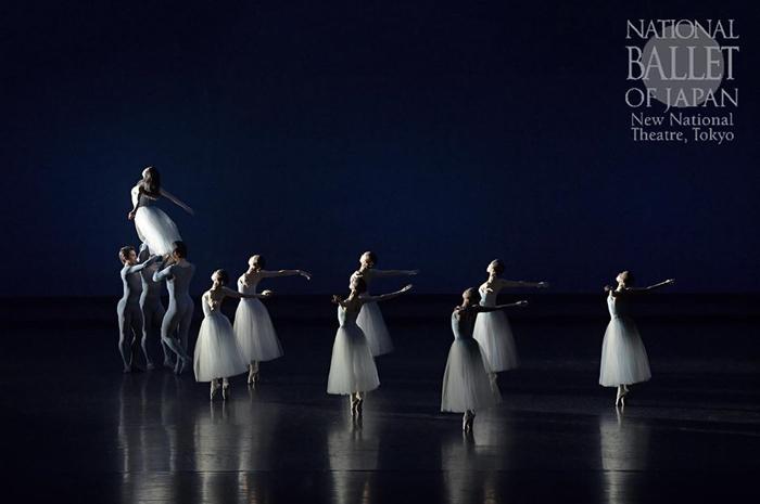 『セレナーデ』(撮影:鹿摩隆司/写真提供:新国立劇場)© The George Balanchine Trust
