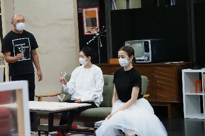 鈴木京香「毎日、新しい発見に満ちています」~高橋克実、江口のりこら共演の『Home, I'm Darling~愛しのマイホーム~』稽古場レポート