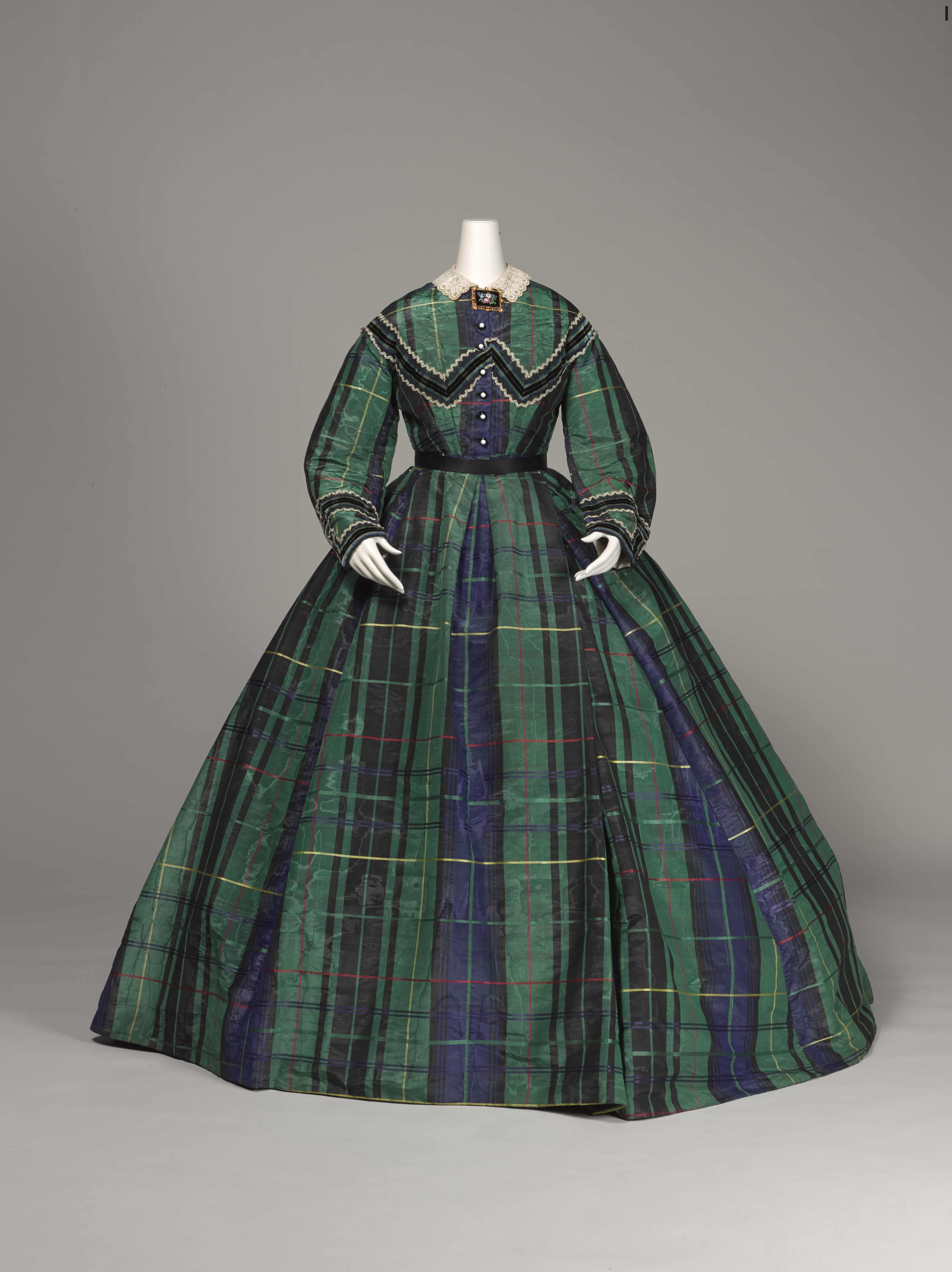 <アフタヌーンドレス> 1865年頃 神戸ファッション美術館蔵