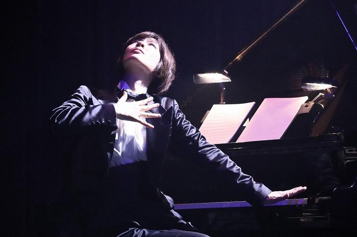 荻野清子さんが何故こんなポーズをしているのか、劇場でご確認ください!
