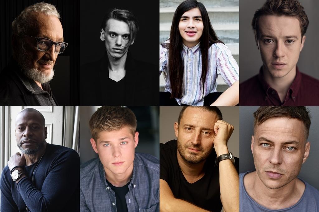 上段左から:ロバート・イングランド、ジェイミー・キャンベル・バウアー、 エドゥアルド・フランコ、ジョセフ・クイン   下段左から:シャーマン・オーガスタス、メイソン・ダイ、 二コラ・ジュリコ、トム・ヴラシア