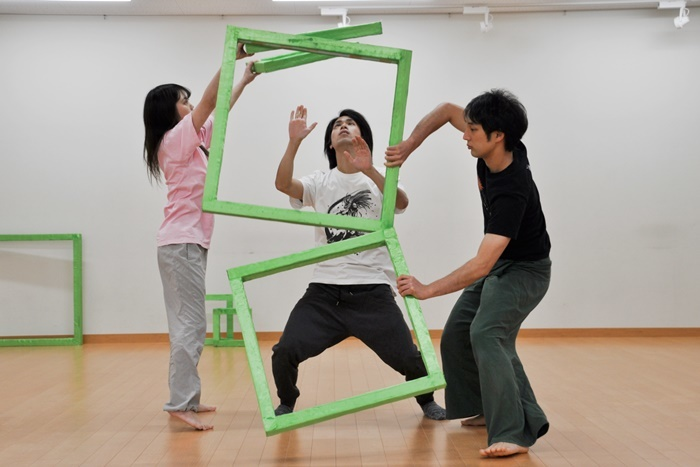 劇団壱劇屋『劇の劇』稽古風景。(左から)高安智美、井立天、大熊隆太郎。