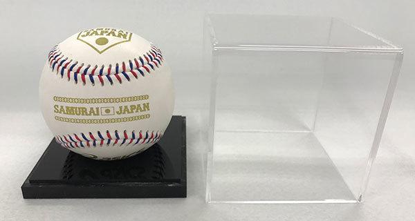侍ジャパンのロゴの入った記念球とケース