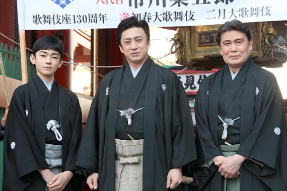 「高麗屋お練り」 1 左から、松本金太郎、市川染五郎、松本幸四郎