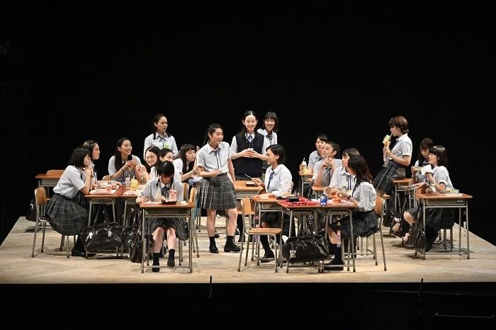 『転校生』女子校版1 撮影:阿部章仁
