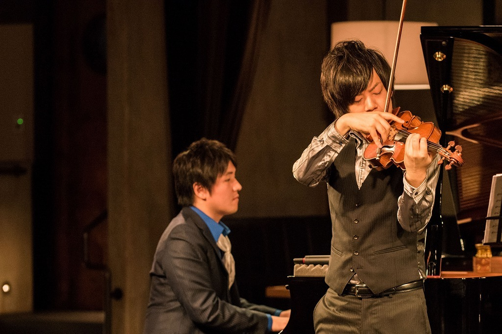 青木智哉(ピアノ)、伊勢久大(ヴァイオリン)from ザ・フレッシュメン