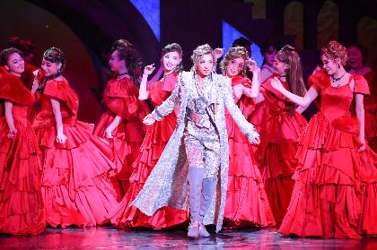 宝塚歌劇花組トップスター・明日海りおが稀代のプレイボーイに扮する『CASANOVA』