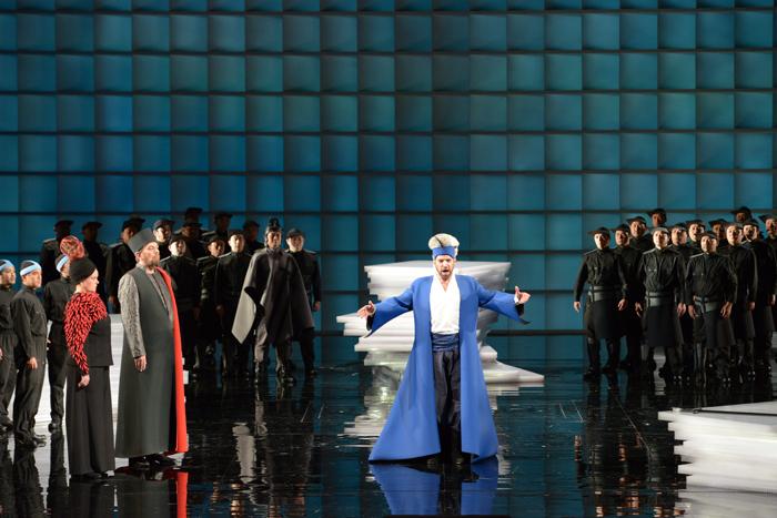撮影:寺司正彦 提供:新国立劇場