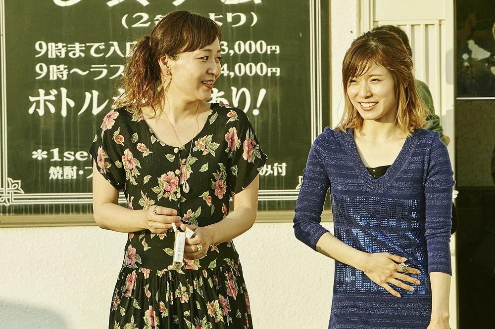 左から、桑原裕子、松岡茉優 (C)2019「ひとよ」製作委員会