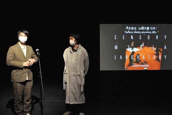 """『Sensory Media Laboratory(仮)』は、現代美術家の山城大督(左)と八木良太(右)が、1日限りの合同展覧会を、9年間連続で開催するプロジェクトの第2弾。「いろんな知覚を総動員して""""モノ""""を体験できる展示ができれば」。"""