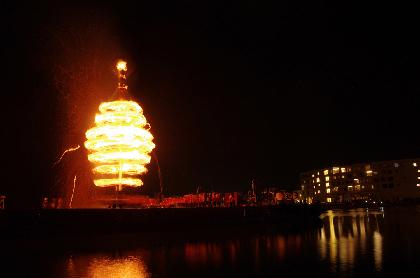 若狭の夜空を炎が焦がす、豪壮な火祭り「スーパー大火勢」 地域の魅力あふれる企画も盛りだくさん