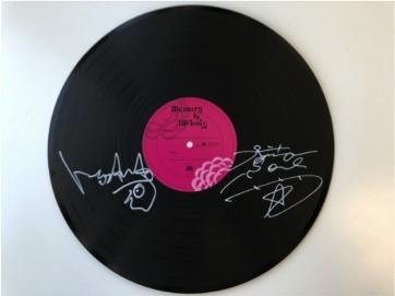 今市隆二×トータス松本 サイン入りレコード型色紙