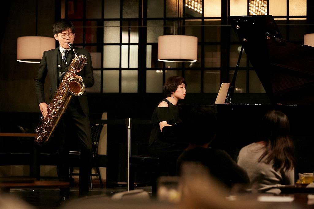 本堂誠(B.Sax.)、弘中佑子(ピアノ)
