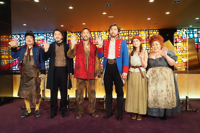 (左から)六角精児、佐藤隆紀、福井晶一、吉原光夫、生田絵梨花、森公美子