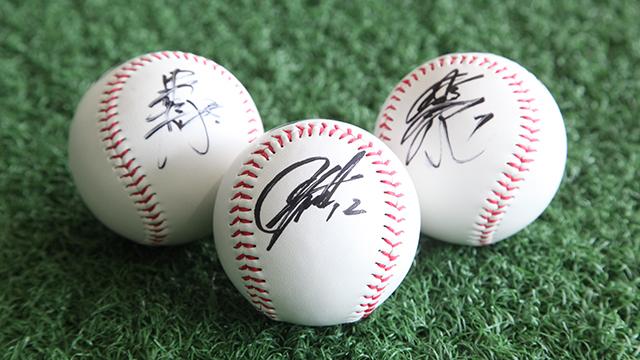 マリーンズ選手直筆のサインボール、サイン色紙などが当たるペットボトル販売会を実施