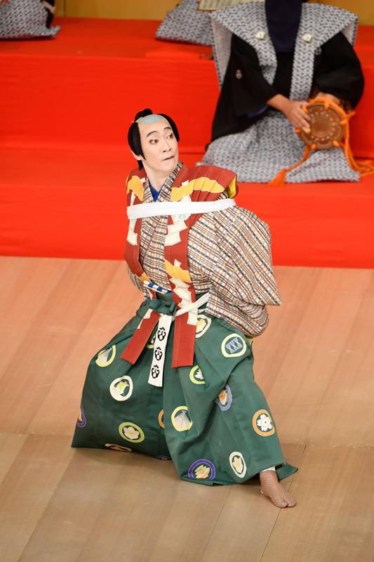 令和2年8月歌舞伎座『棒しばり』太郎冠者=坂東巳之助  /(C)松竹