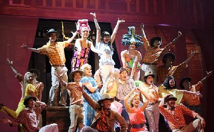 ミュージカル『プリシラ』開幕~山崎育三郎「再演の期待に応え、パワーアップした作品に」