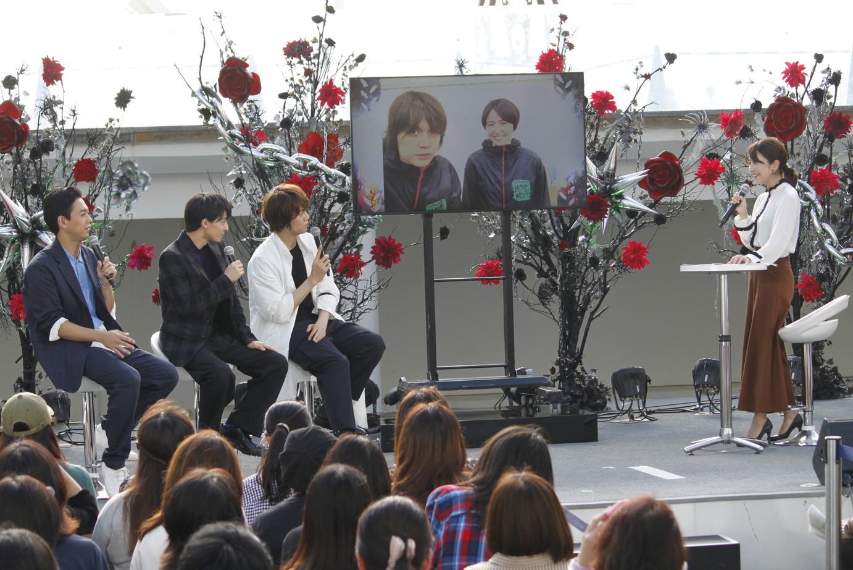 トークテーマ「メタルマクベス舞台裏自撮りPHOTOトーク」で、夫婦を演じる長澤まさみとの2ショットを披露。