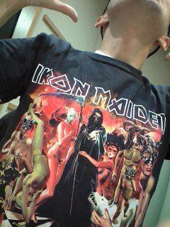 山本、秘蔵のメイデンTシャツ。14年前のたまアリで購入。