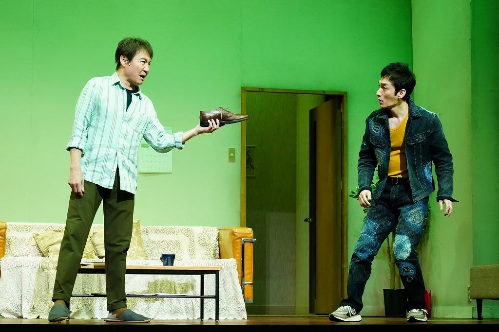 (左から)羽場裕一、草彅剛  撮影:田中亜紀