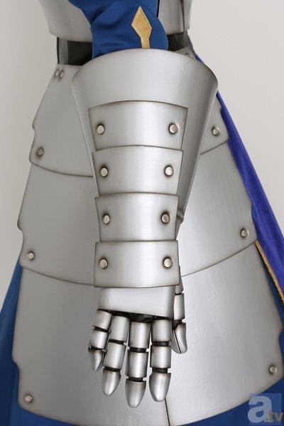 セイバー甲冑 手甲右 表
