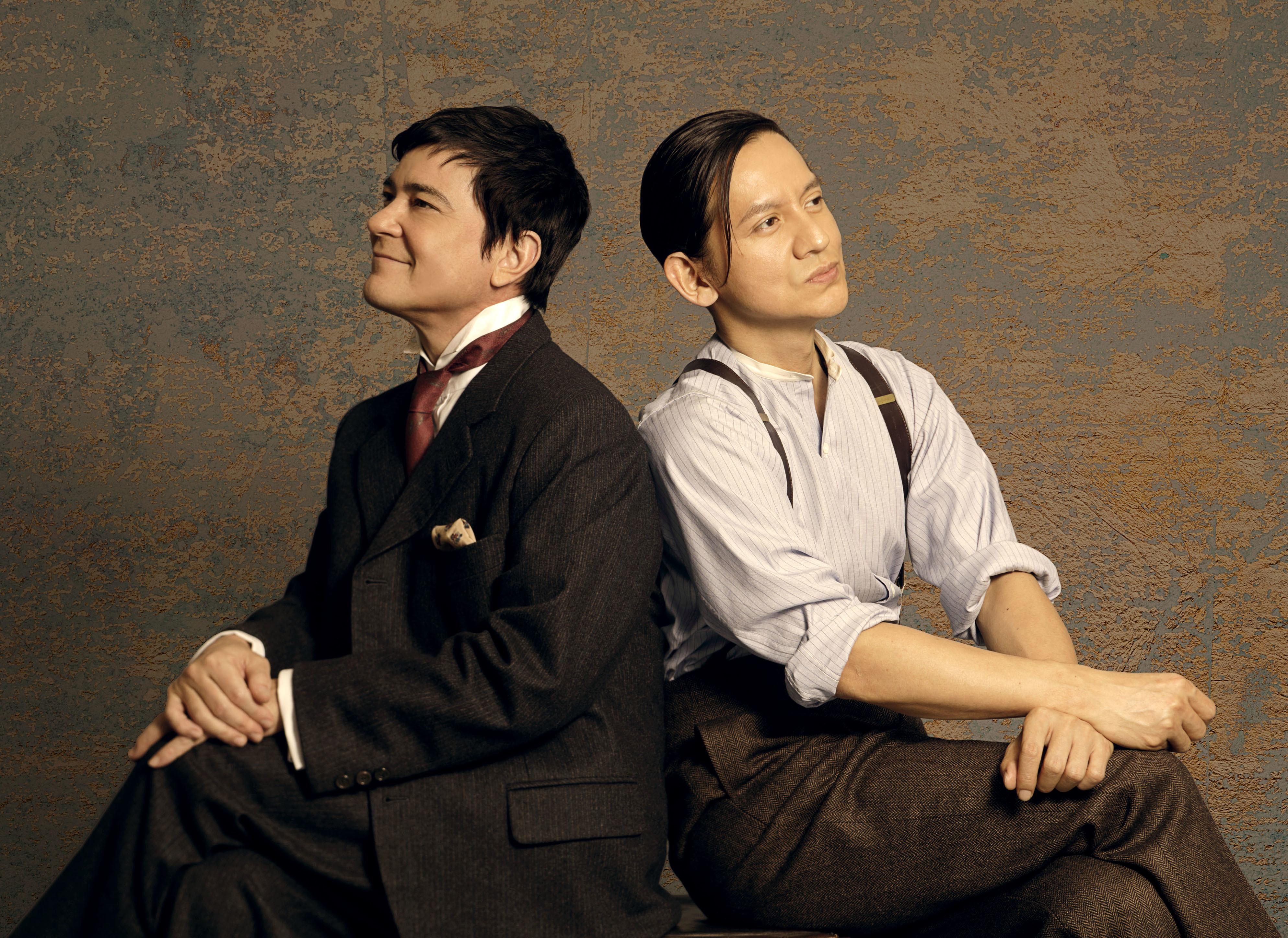 (左から)川平慈英、岡本健一