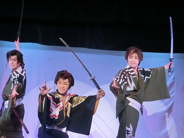 座長の指導の下、グングン伸びていく若手さんたち。左から橘鷹志さん、橘鷹勝さん、橘美炎さん(2016/6/9)