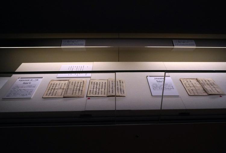 左:《安藤家由緒書(控)・(下書)》安藤勝蔵 記 慶応2年(1866年)