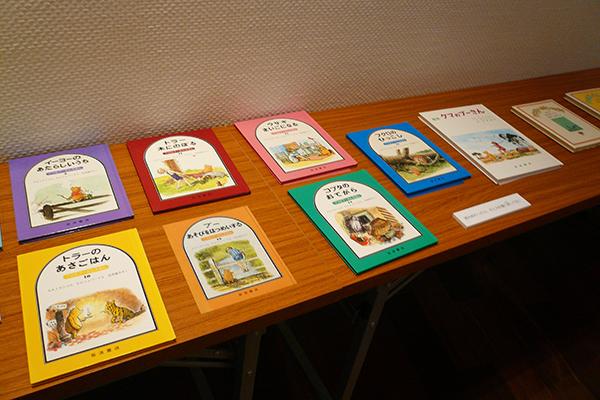 プーさんの絵本が読めるスペースも設置されている