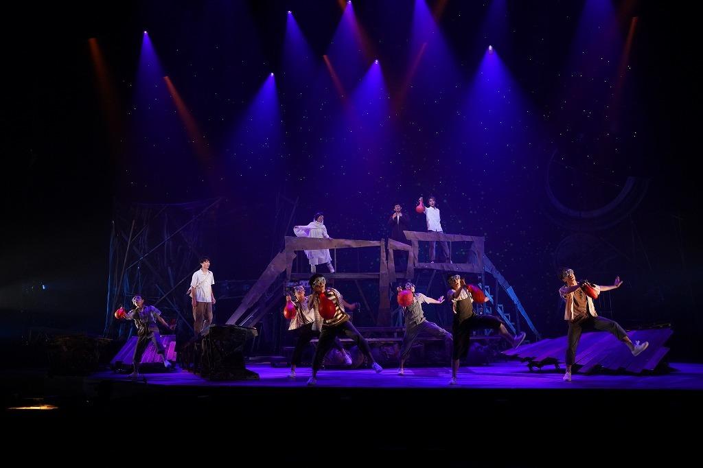 (左)木村達成、(上段左から)さねよしいさ子 、 岡田義徳 、 佐藤寛太 撮影:中村彰