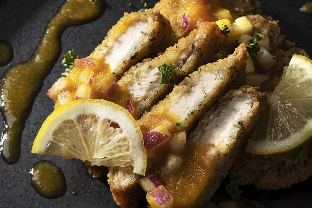 華味鶏ささみのミラノ風カツレツ(肉ビストロ De'licieux29)