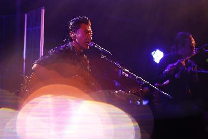 """桑田佳祐が初のBlue Note Tokyoからの配信ライブで見せた、""""つなぐ""""機能が際立ったステージ"""