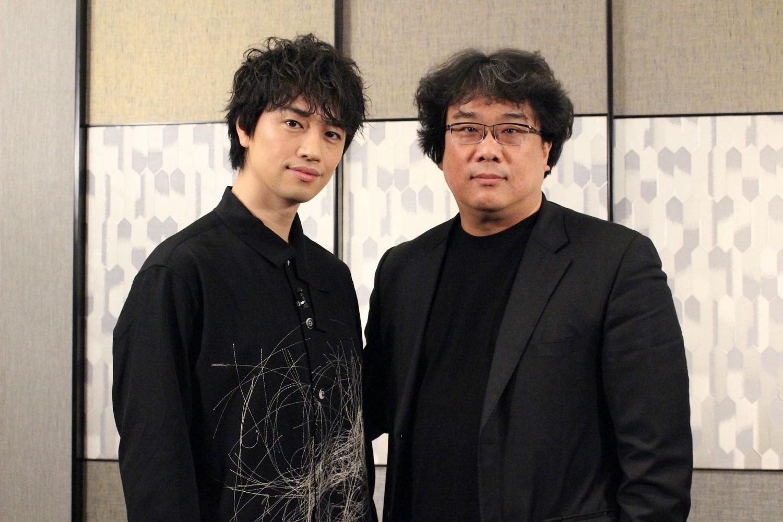 左から、斎藤工、ポン・ジュノ監督