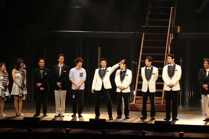 みなとみらいネタを言い切った矢崎広(左から6番目)