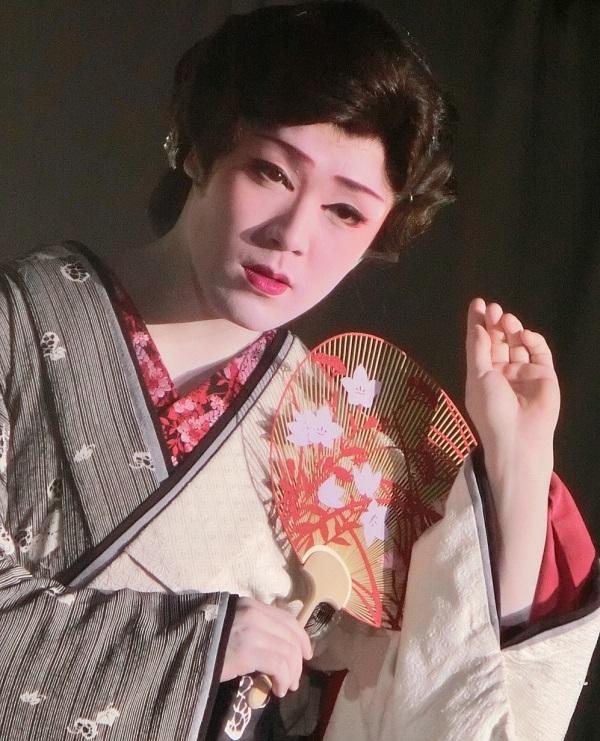 橘菊太郎劇団・三代目橘大五郎座長。現在28歳の芸達者だが、子役の頃から美しい女形で知られた。(2015/6/14) 筆者撮影