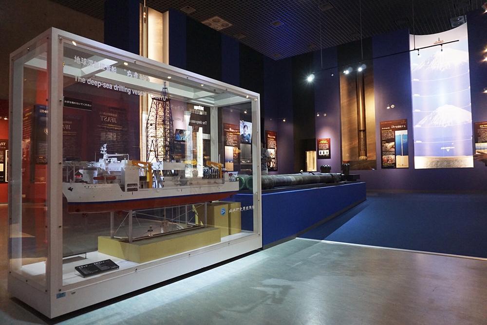 地球深部探査船「ちきゅう」の船舶模型