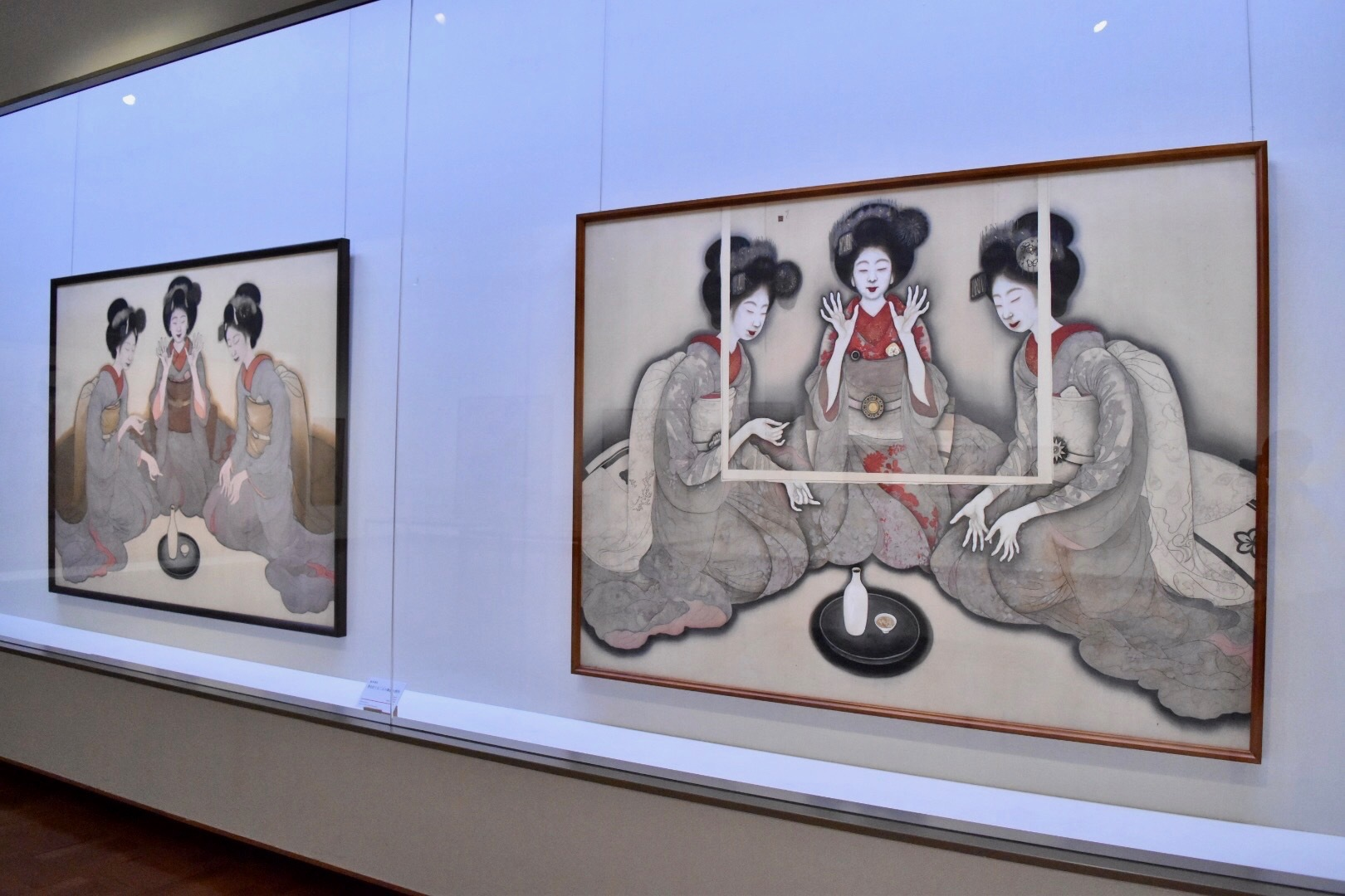 左:岡本神草《拳を打てる三人の舞妓(未成)》大正8年(1919)京都国立近代美術館 右:岡本神草《拳を打てる三人の舞妓の習作》大正9年(1920)同館蔵