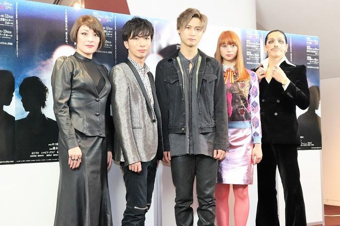 (左から)シルビア・グラブ、河合郁人、橋本良亮、山下リオ、ROLLY