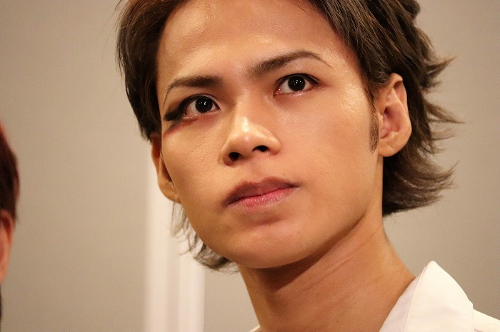 Ueda which has SEXY eye makeup with only one eye