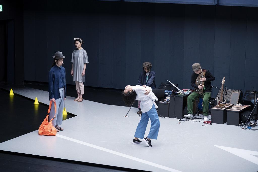 『敦賀(つるが)』 より  撮影:高野ユリカ/ Yurika Kono